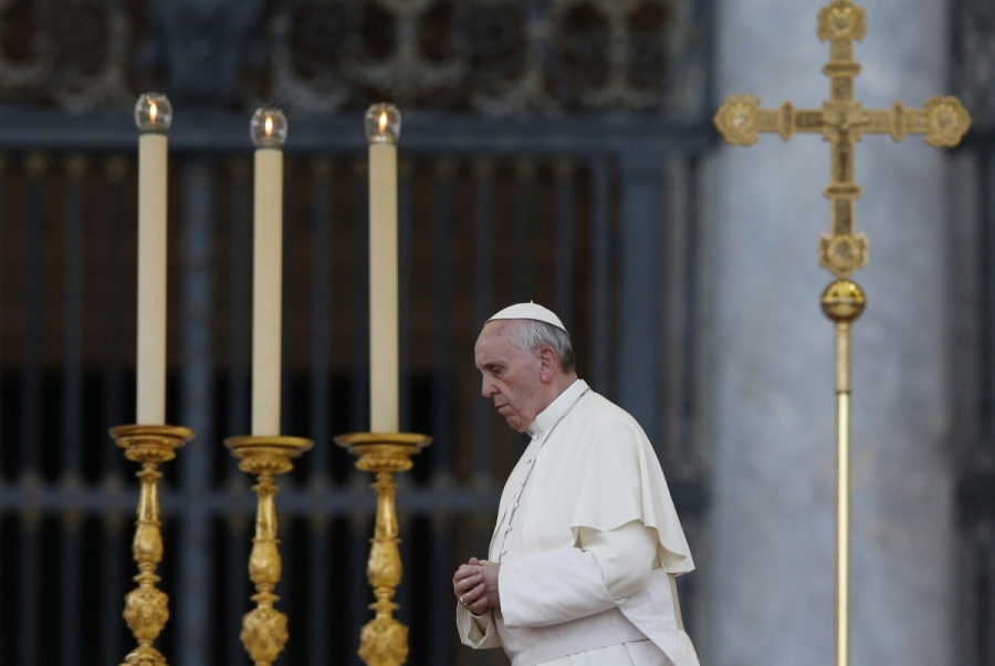 Pope begins vigil to pray for peace in Syria